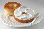 Bagel with soft cheese