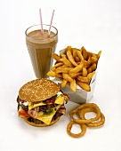 Cheeseburger with chips and deep-fried onion rings