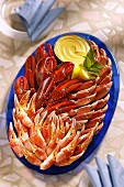 Shellfish platter (with the pincers of various crustaceans)