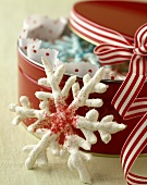 Meringue snowflakes to give as a gift