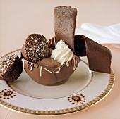 Schokoladendessert in Schokoladenschale