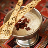 Yoghurt dip with dried cranberries, flatbread (India)