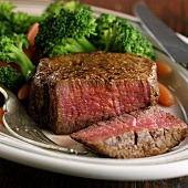 Beef fillet, a piece cut off, with broccoli