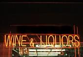 Neonschild: Wine & Liquors (Amerika)