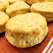 Buttermilk scones on red plate (close-up)