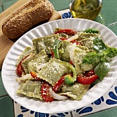 Spinach ravioli with peppers, onions and cheese