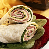 Wrap with roast beef, hummus, spinach and Emmental cheese