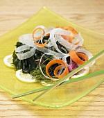 Algensalat mit Rettich und Möhren (Japan)