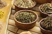 Stevia, getrocknet, in Schale