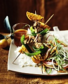 Grilled chicken kebabs with mangetout and oranges