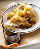 Crepe mit karamellisierten Ananasstücken