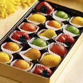 Schachtel mit Marzipanfrüchten