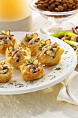 Puff pastry appetisers with almonds