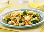 Coloured rotini with vegetables