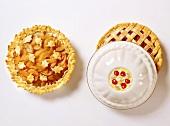 Obstpie mit Teigblättern und Cherry Pie mit Teiggitter