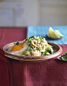 Kao Pad (Thai fried rice with chicken, vegetables & fried egg)