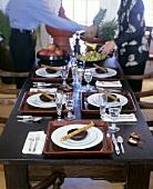 Asiatisch gedeckter Tisch