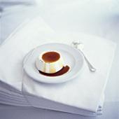 Panna cotta al caramello (Sahnecreme mit Karamellsauce)