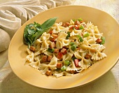 Farfalle con la pancetta (Pasta with bacon and diced peppers)