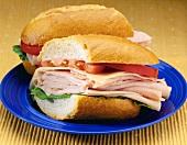 Sandwichbrötchen mit Putenschinken und Käse