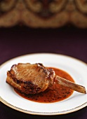 Gefülltes Schweinekotelett mit Shrimps-Senf-Sauce