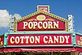 Popcorn-Schild & Cotton Candy-Schild eines Verkaufstandes