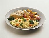 Hähnchenbrust mit Gemüse, Mais und Kartoffeln
