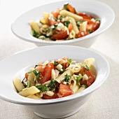 Pasta al pomodoro freddo (Pasta salad with tomatoes and basil)