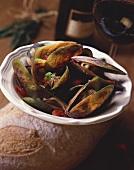 Ein Teller Muscheln im Gemüsesud