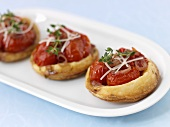 Drei Tomaten-Pastetchen als Appetizer