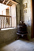 Alte Weinpresse aus Holz