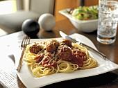 Spaghetti al ragù di polpette (Spaghetti and meatballs)