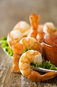 Shrimps mit Cocktailsauce (Close Up)