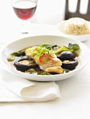 Klare Brühe mit Fisch und Pilzen, Quinoa