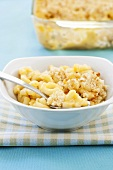 Macaroni and Cheese in Schale vor Backform