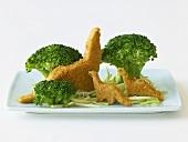 Dinosaurier-Hähnchennuggets mit Broccolibäumen
