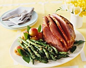 Glazed roast ham with green asparagus and apricots