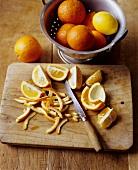Orangen schälen (für Orangenmarmelade)