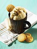 Ice cream with pine nuts and cinnamon pinwheels