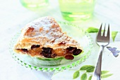 Puff pastry cake with raisins and oranges