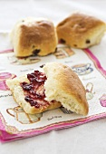 Raisin scones with jam