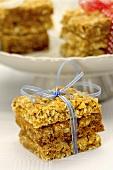Crispy nut and muesli bars