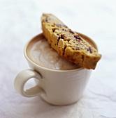 Cioccolata calda e biscotti (Biscotti with hot chocolate)