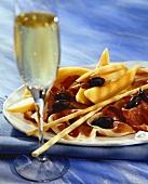 Antipasto misto (Schinken mit Melone, Grissini & Oliven)