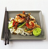 Rice noodles with shrimps, pak choi and water chestnuts