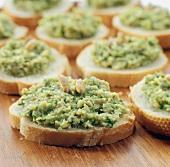 Belegte Brote mit Avocadosalsa