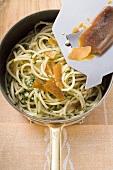 Spaghetti con la bottarga in padella (Spaghetti with fish roe)