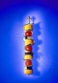 Raw vegetable skewer with corn on the cob and herbs