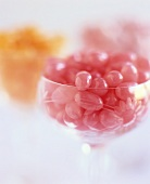 Rosa Jelly Beans in Glasschale
