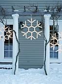 Outdoor Christmas decorations: illuminated snowflakes